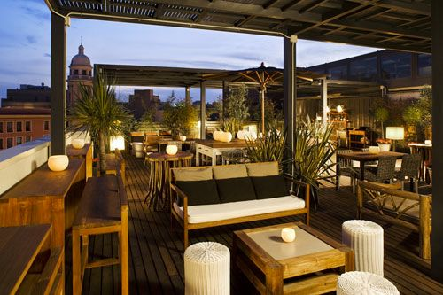 Hotel chic design lessons from barcelona s hotel pulitzer for Bar jardin barcelona