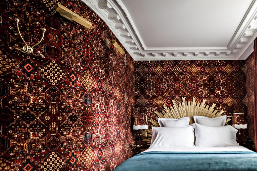 hotel-providence-benoit-linero-chambre-rouge-3